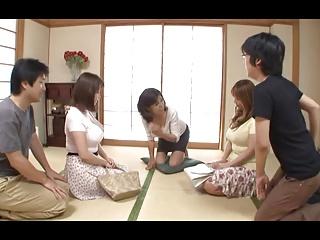 巨乳の3姉妹と禁断の近親相姦で乱交ハメ