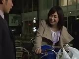 人妻動画:近所に住む美人...