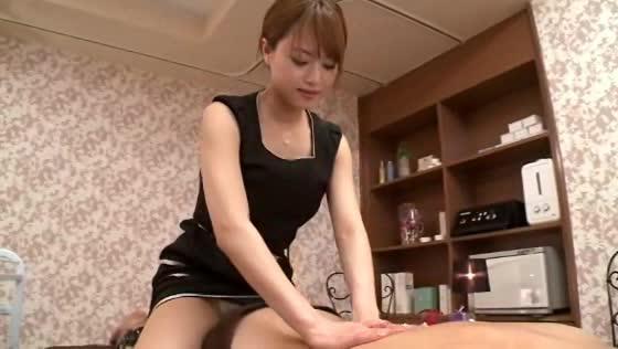 【吉沢明歩】美人エステ嬢が発情しちゃって施術の途中から本番行為に!