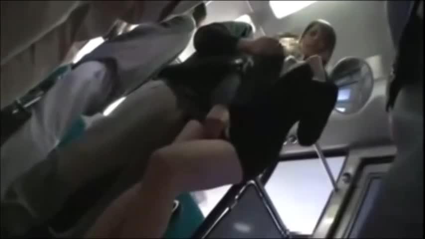 ピチピチスーツ姿でムッチリ美人OLがバス内で痴漢に遭遇