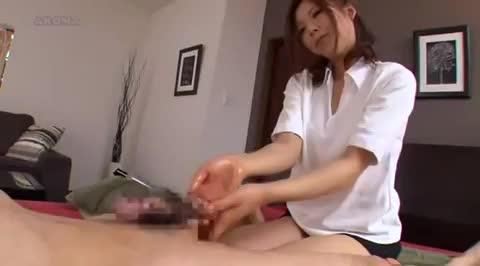 ド痴女なお姉さんの手コキチンポマッサージで発射!