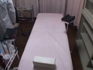 【盗撮エロ動画】悪徳産婦人科の先生にハメられてる様子を盗撮