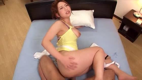 【人妻エロ動画】巨乳人妻がエロすぎて我慢できずにハメちゃった