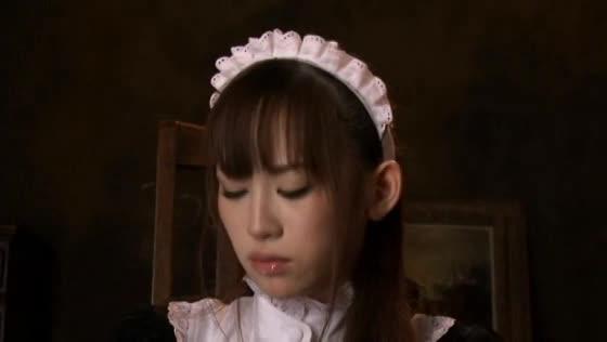 メイドコスプレ美少女をバックで激ピス中出しハメ!