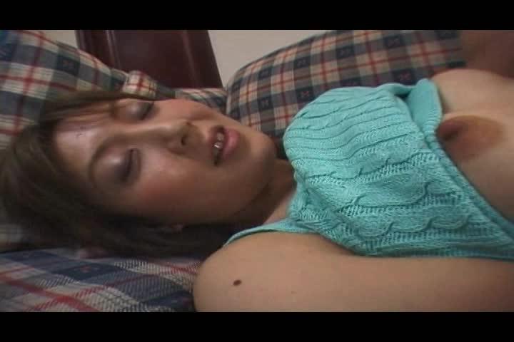 スレンダーの人妻のエロ動画無料。セックス脳のスレンダー美人妻が事故を起こしたときの対処法