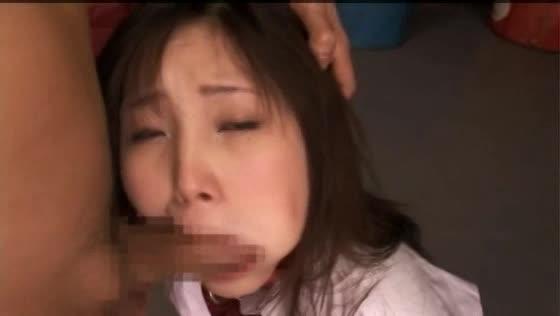 制服のJKの大量顔射エロ動画無料。制服JKに鬼畜喉奥イラマ→大量顔射!