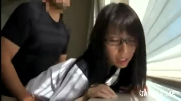 【女子校生 ハメ撮り】パイパンで眼鏡の女子校生のハメ撮りプレイがエロい。【エロまとめ動画モンモン】