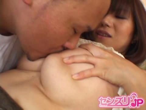 【お母さん 手コキ】巨乳のお母さんの手コキプレイがエロい!!【エロまとめ動画モンモン】