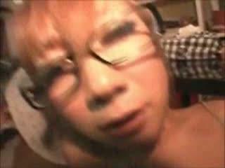 メガネのギャルのバックエロ動画無料。メガネの似合う巨乳ギャルにバックから中出しハメ撮り