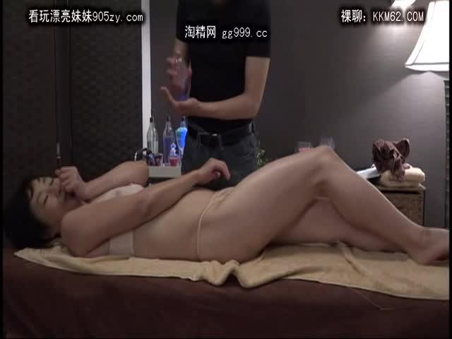 膣マッサージされイキ乱れる熟女w