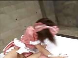 ピンク服のロリメイドがご主人様の夜のお世話で顔射3P! の画像