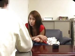 逆枕営業!?セールスマンに口説かれ中出しされた巨乳素人娘を盗撮 の画像