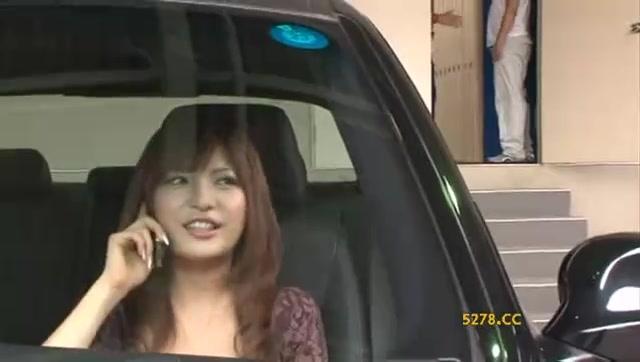 向こうの方で車内にいる美女発見!ナンパして即パコやり逃げwww