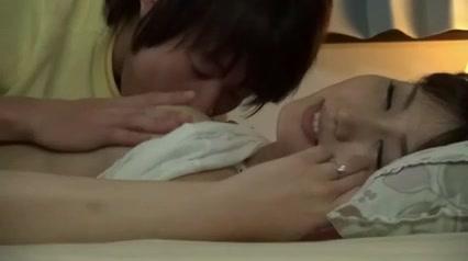 【若妻 sex】美人な若妻のsex夜這いプレイエロ動画!!【エロまとめ動画モンモン】