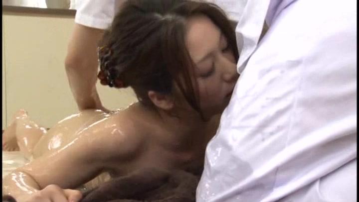 人妻のsexエロ動画無料。ヌルヌル媚薬で発情MAXな人妻がローションまみれ大興奮SEX