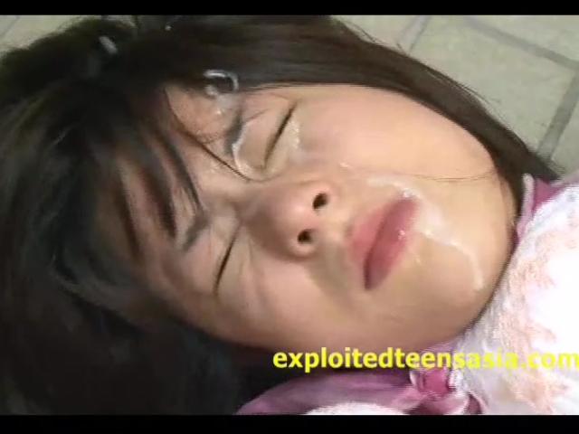 ロリのJKのレイプエロ動画無料。ロリJKを公衆便所に押し込みレイプ!