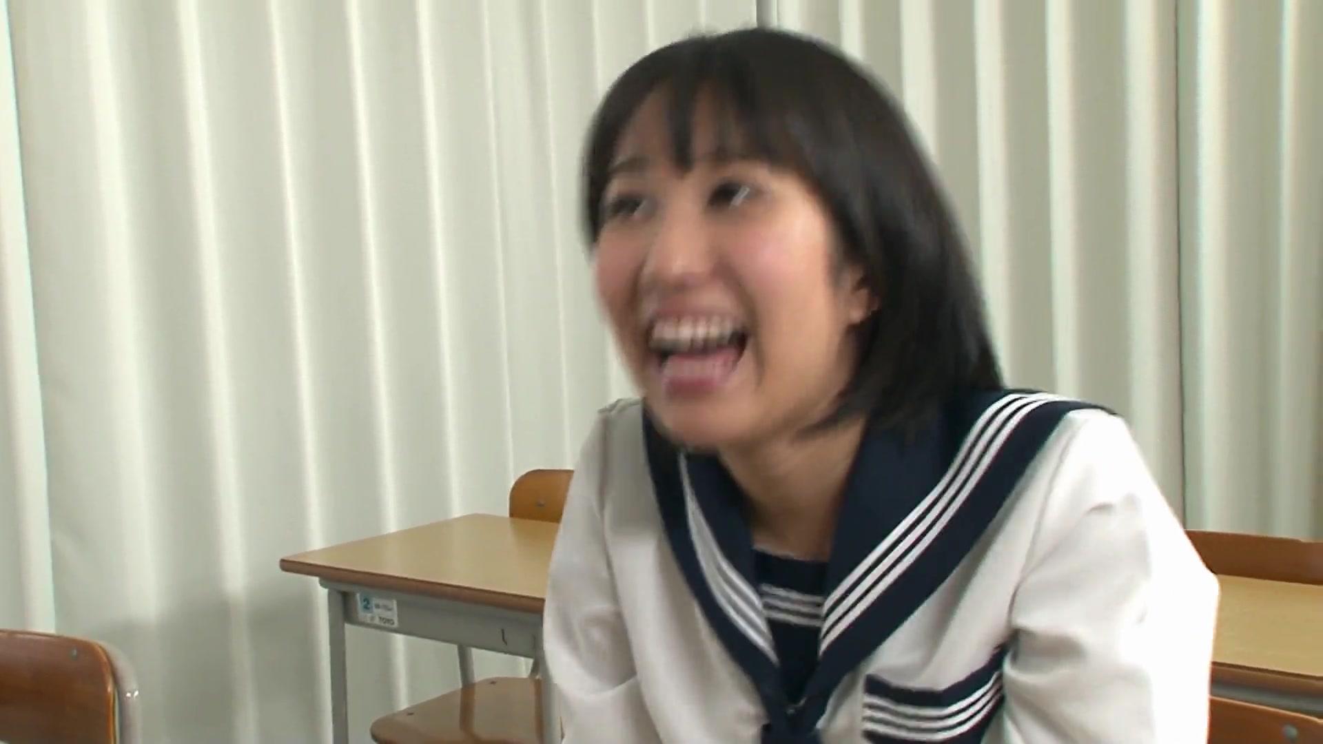 白人のメガペニスを咥えさせられる美少女女子高生!!!