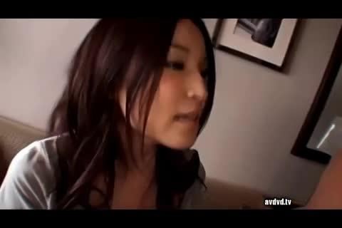 ハメ撮り動画:美人で巨乳の人妻が結婚3年目にして不倫セックスをしてしまう・・・