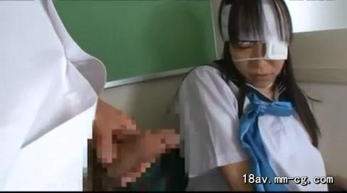 「ぃ、ぃや…っ!」セクハラ強行しても抵抗しないJKを無理やり教室でレイプ