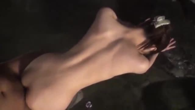 混浴露天温泉で透明感抜群な美巨乳娘と生パコ!