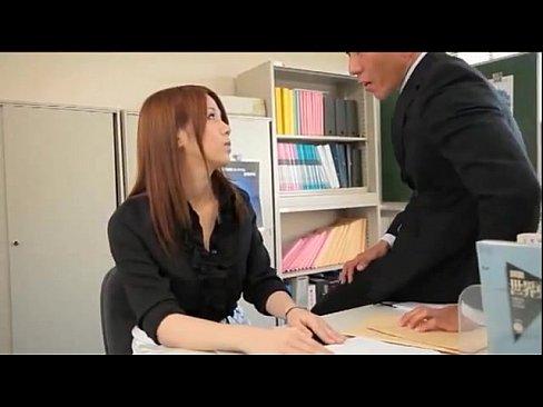 同僚教師と職員室で中出しパコする生徒のお手本にならない女教師