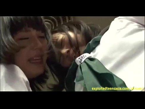 【痴漢エロ動画】淫乱JK達がバスの中でオッサン相手にハメられまくって中出しまでされてるw