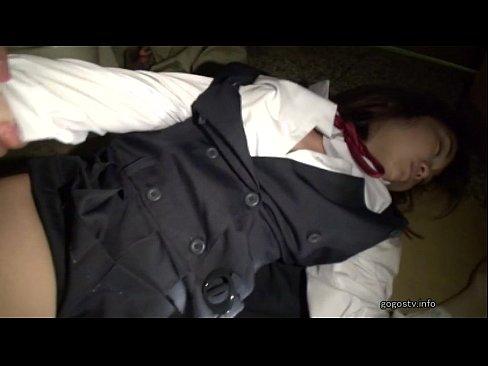 睡眠薬飲まされて昏睡状態なロリJKをそのままレイプハメ!