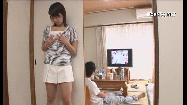 【痴女】隣の部屋のAV音で発情した人妻→若い男のチンポをむしゃぶり付きパコw