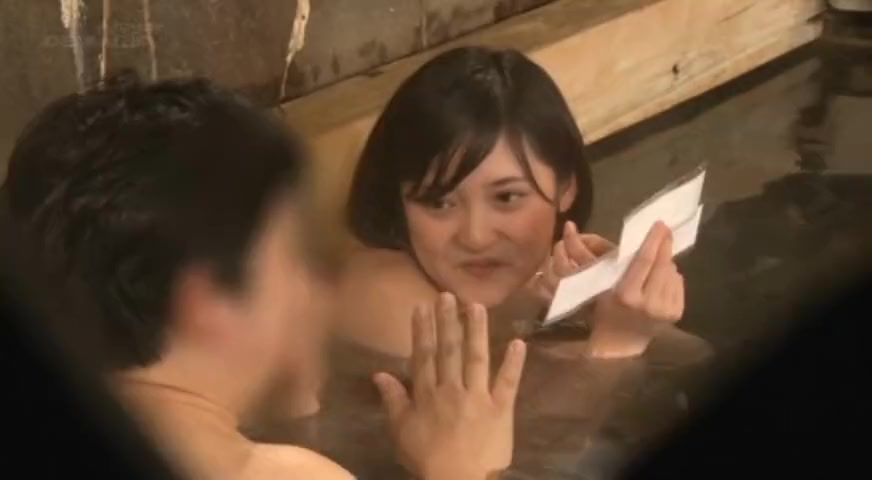 巨乳女子が混浴ではなく、男湯に乱入!戸惑いながらも裸の女性に興奮した男のチンコにご奉仕!