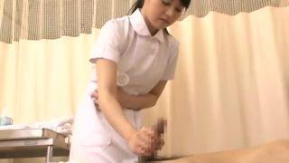 「えっ…こんなに」看護師のわぎもこが兄のチンポを手コキ抜き!