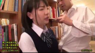早くも上司(教師)からセクハラを受ける制服JK・・・先生怖っ!