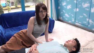 巨乳眩しい子連れ素人妻ナンパ!旦那の横で寝取りチンポ挿入成功w