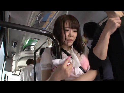「いやっ‥やめてぇ‥」色白巨乳人妻がバス内で集団痴漢レイプ被害に!