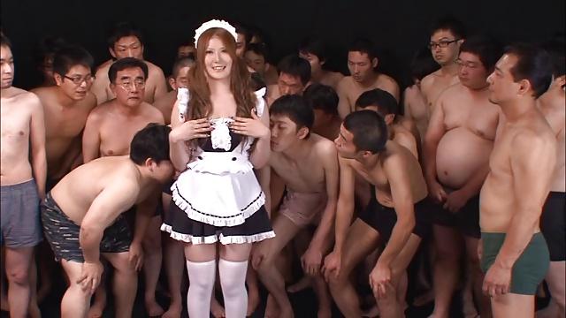 黒ギャル巨乳メイドが大量ぶっかけでお顔を真っ白にする