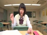クラスメイトのニーハイ太ももがおいしそうなうえに、チラッと見えたスカートの中はなんとTバック! ニーハイTバック女子校生の甘い吐息を聞きながら包み込まれました。