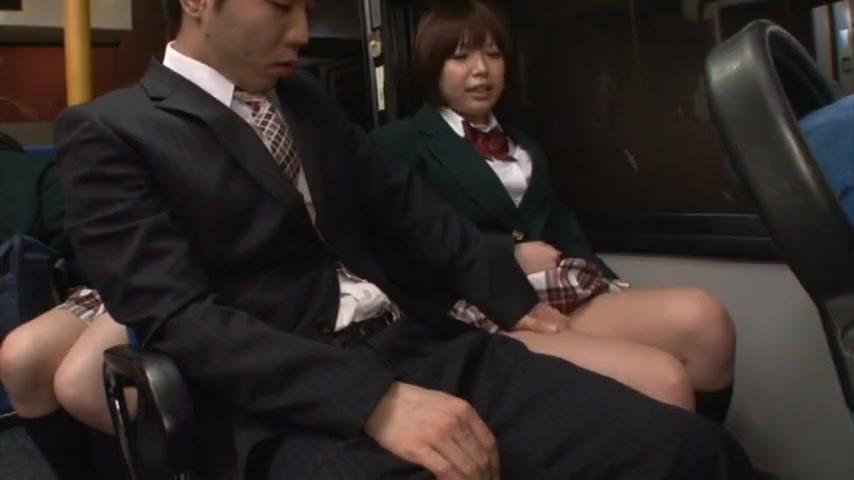 バスで隣に座った制服娘が誘惑してくるから