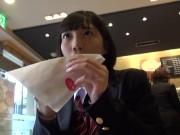 【女子校生】広瀬◯ず似で激カワJKがいつもの円光相手に友達呼ばれて3P