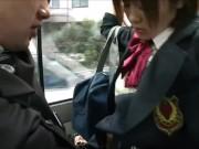 【素人】エッチな事に興味津々なロリカワJKが満員バス内でこっそりパコ!