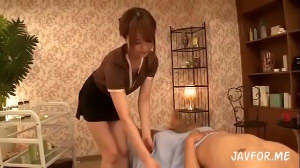 ドスケベマッサージ師が男性の快感を誘い、ついでに女性の快感も手に入れる 吉沢明歩