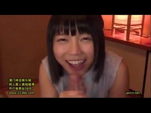 「いいょヌイてあげるっ」美少女が同級生のチンポを笑顔でフェラ!