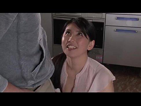 巨乳熟女な家政婦さんが若い男の肉棒に悶絶昇天!