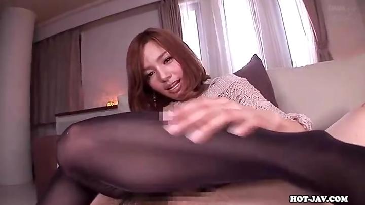「たくさんでたねw」パンスト姿の美脚痴女がM男チンポを足コキ抜き!