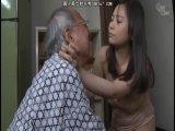 「気持ちいいですか?」介護している義父の肉棒を掃除する人妻
