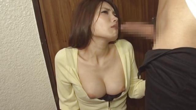 隣人妻堀内秋美のオナニーボイスを録音→脅して強制フェラ頂きw