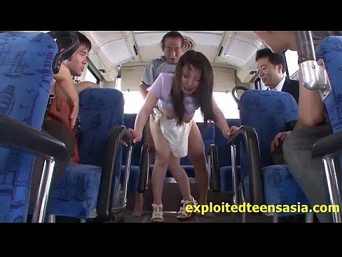 バスの中でキモオヤジに公開レイプされる巨乳美人妻