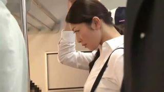 ソソるエロBODYの美人教師が電車内で強引に美尻に生チンポぶち込まれ痙攣イキ