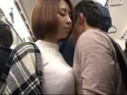 満員電車で痴女が男を誘惑し生ハメ顔射でザーメンまみれ