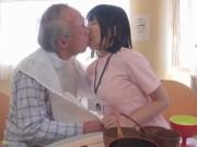 性欲の衰えていない老人ばかりの介護施設のヘルパー