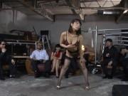 秘密クラブのターゲットになり奴隷調教されるモデルと先生