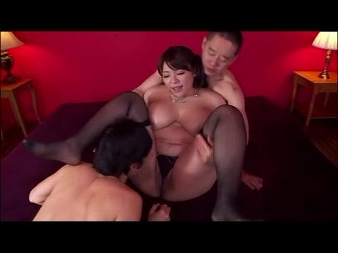 「ぃぃいッ‥熱っ‥ぃ」ムッチリ巨乳の淫乱熟女が3Pセクロスで性解放